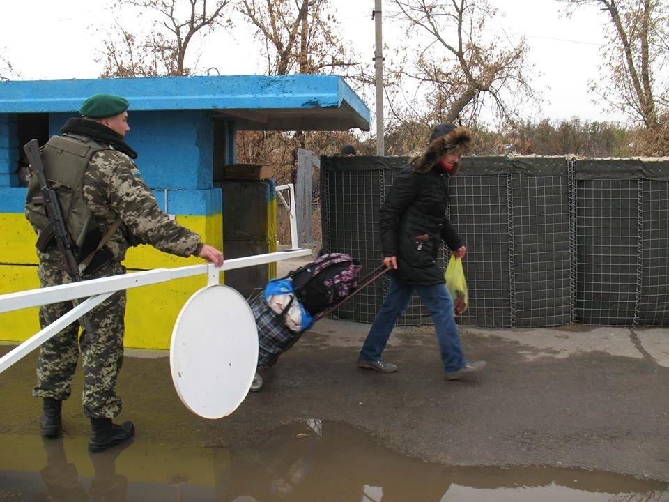 У станиці Луганській відкрився пішохідний перепускний пункт