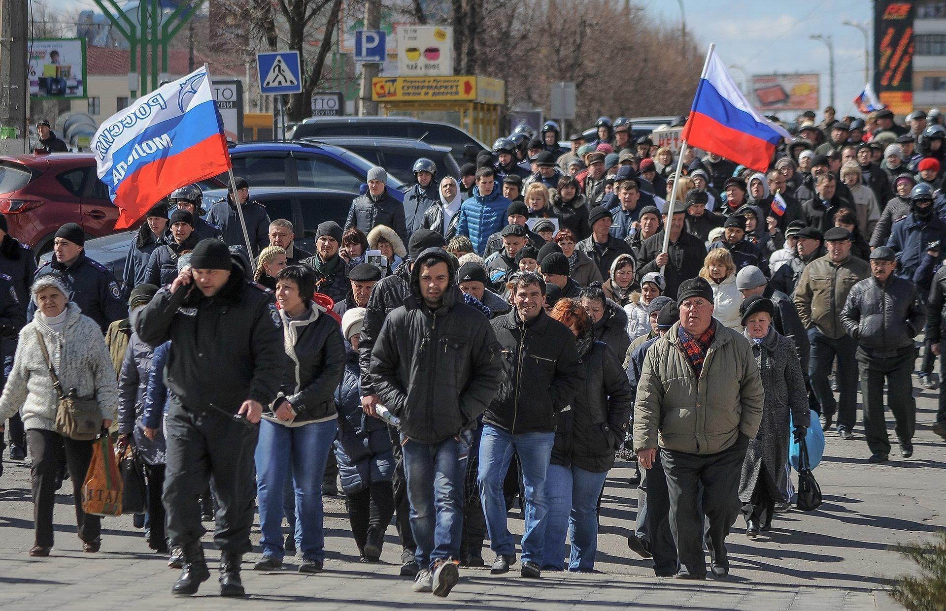 Проросійський мітинг у Луганську 5 квітня 2014 року, за день до захоплення будівлі СБУ