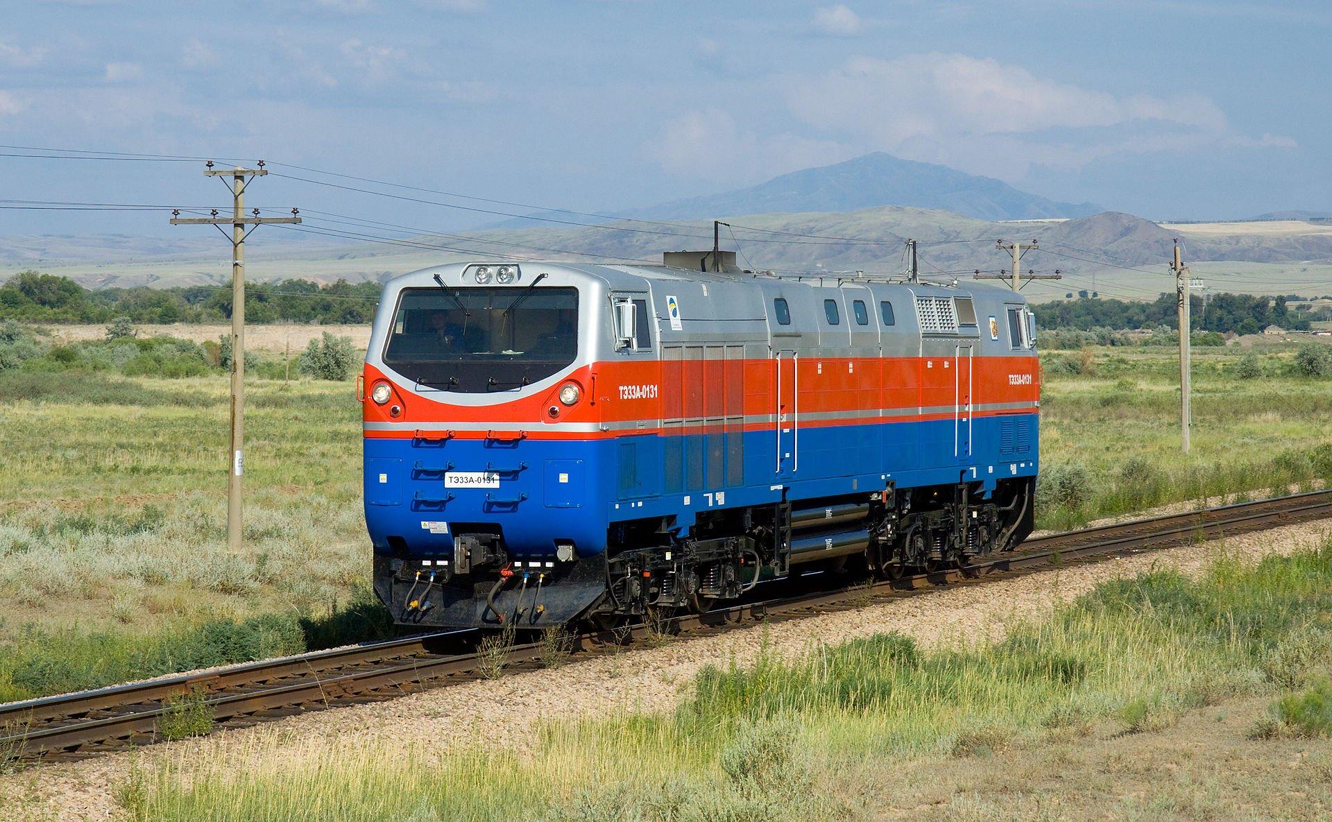 Тепловоз ТЕ33А — вантажний тепловоз з асинхронним тяговим приводом розрахований для залізниць з колією 1520 мм