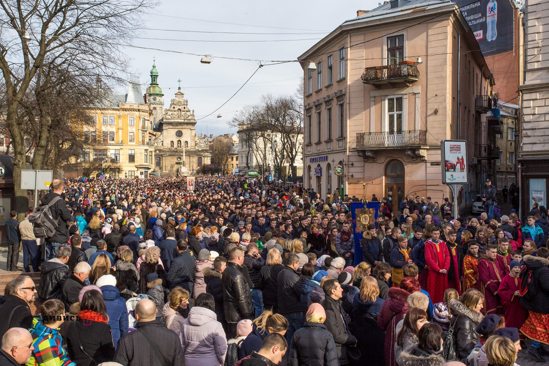 Тисячі львів'ян пройшлися Хресною ходою