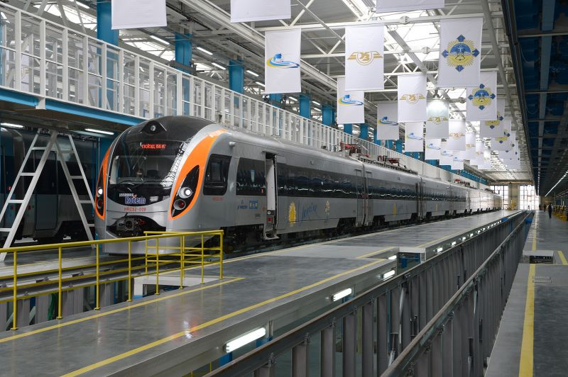 Фото електропоїзда виробництва Hyundai Rotem