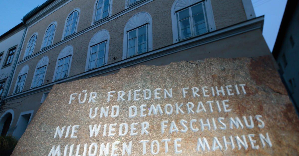 У будинку на Зальцбургер-форштадт, 15 встановлено меморіальну дошку в пам'ять про загиблих від рук нацистів
