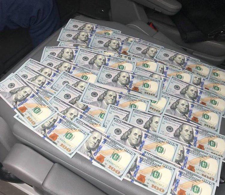 Хабар у 7,2 тисячі доларів
