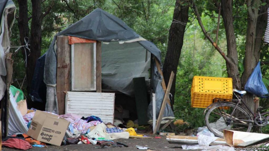 Біля Львова ультраправі напали на табір ромів. Головне • Секція 822e49a2d833a