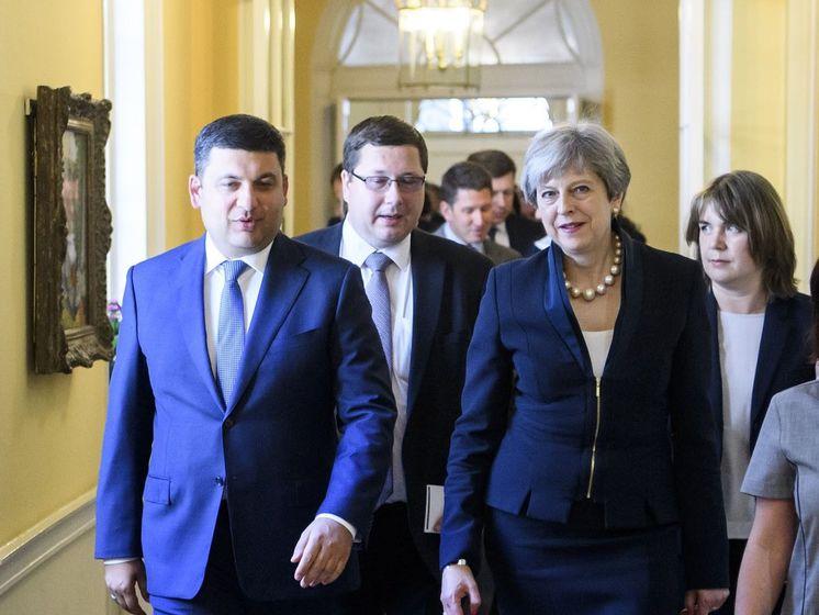 Володимир Гройсман, Станіслав Єжов і Тереза Мей в Лондоні, липень 2017 року