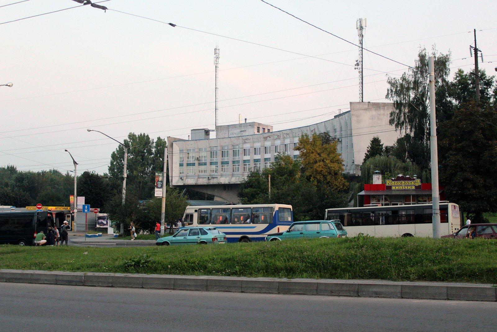 Територія біля автовокзалу на вул. Стрийській