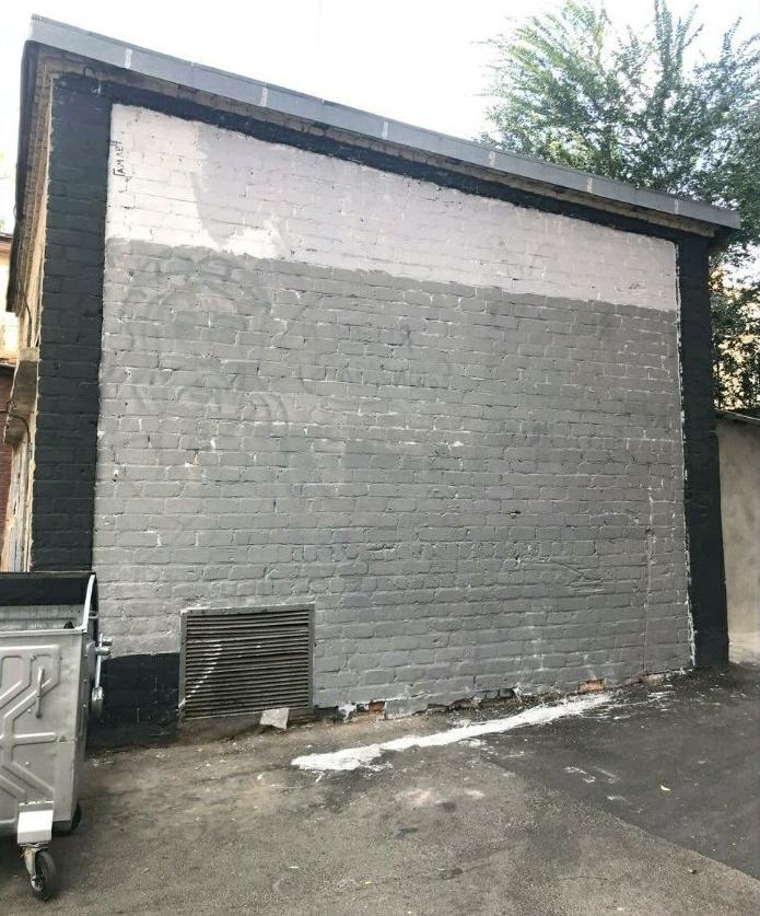 «І мене замалюєш?». Харків'яни зафарбували мурал художника і зобразили Ісуса