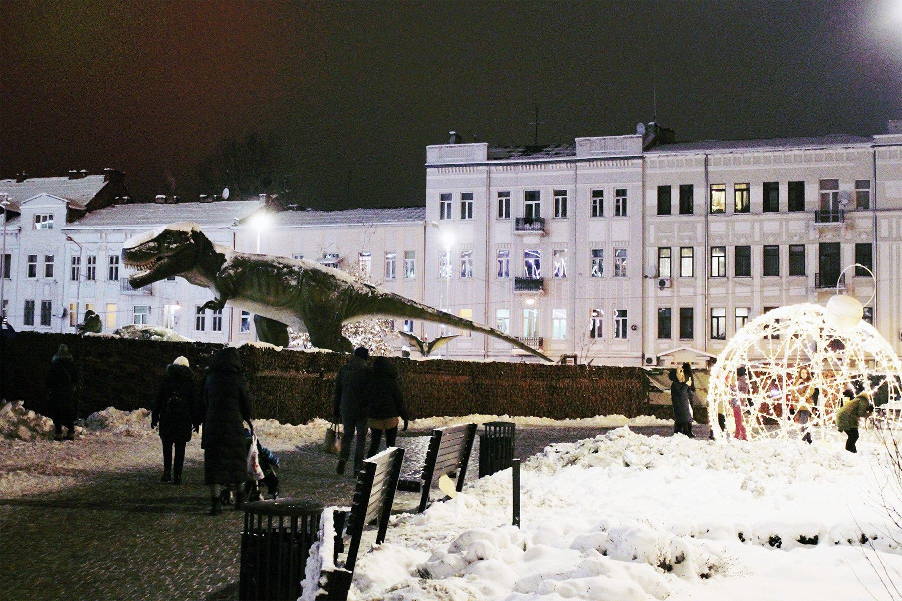 З грудня по січень біля ТРЦ «Форум Львів» працюватиме виставка «Живі динозаври»