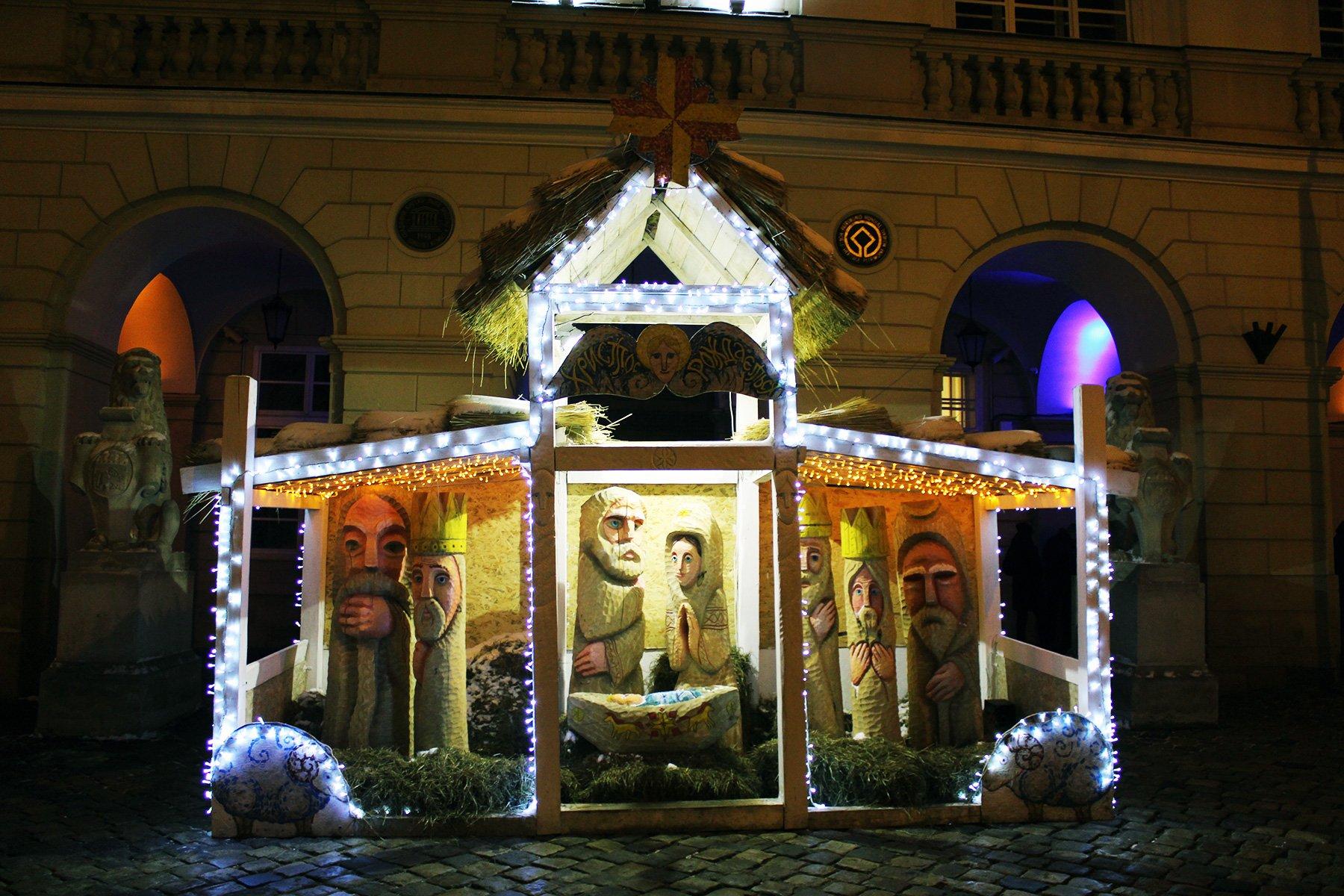 У Львові відкрили традиційну різдвяну шопку
