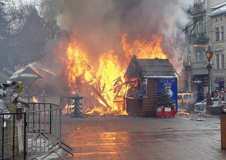 На Різдвяному ярмарку у Львові біля оперного театру вибухнув газовий балон, через це загорівся торговий будиночок