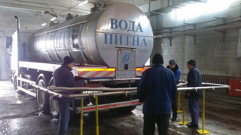 На Водохреща «Київводоканал» розвозить освячену воду