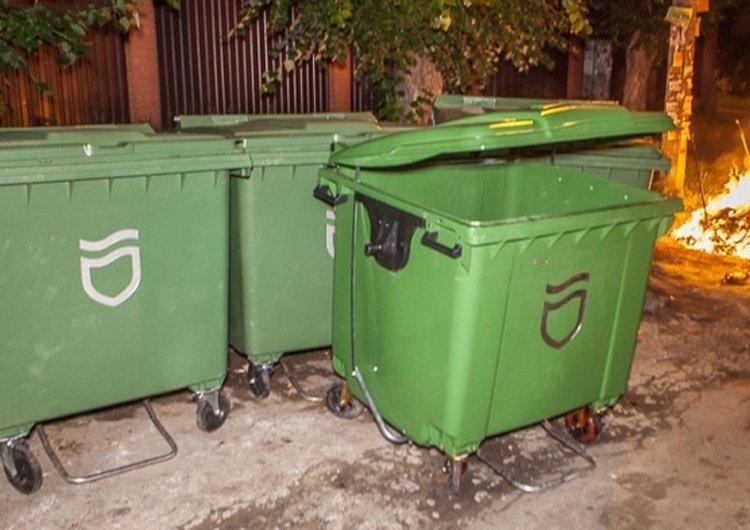 У Дніпрі мешканці викрали сміттєві баки, щоби квасити капусту