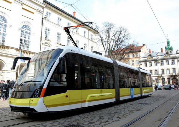 На трамвай «Електрон» нанесли тестову ліврею