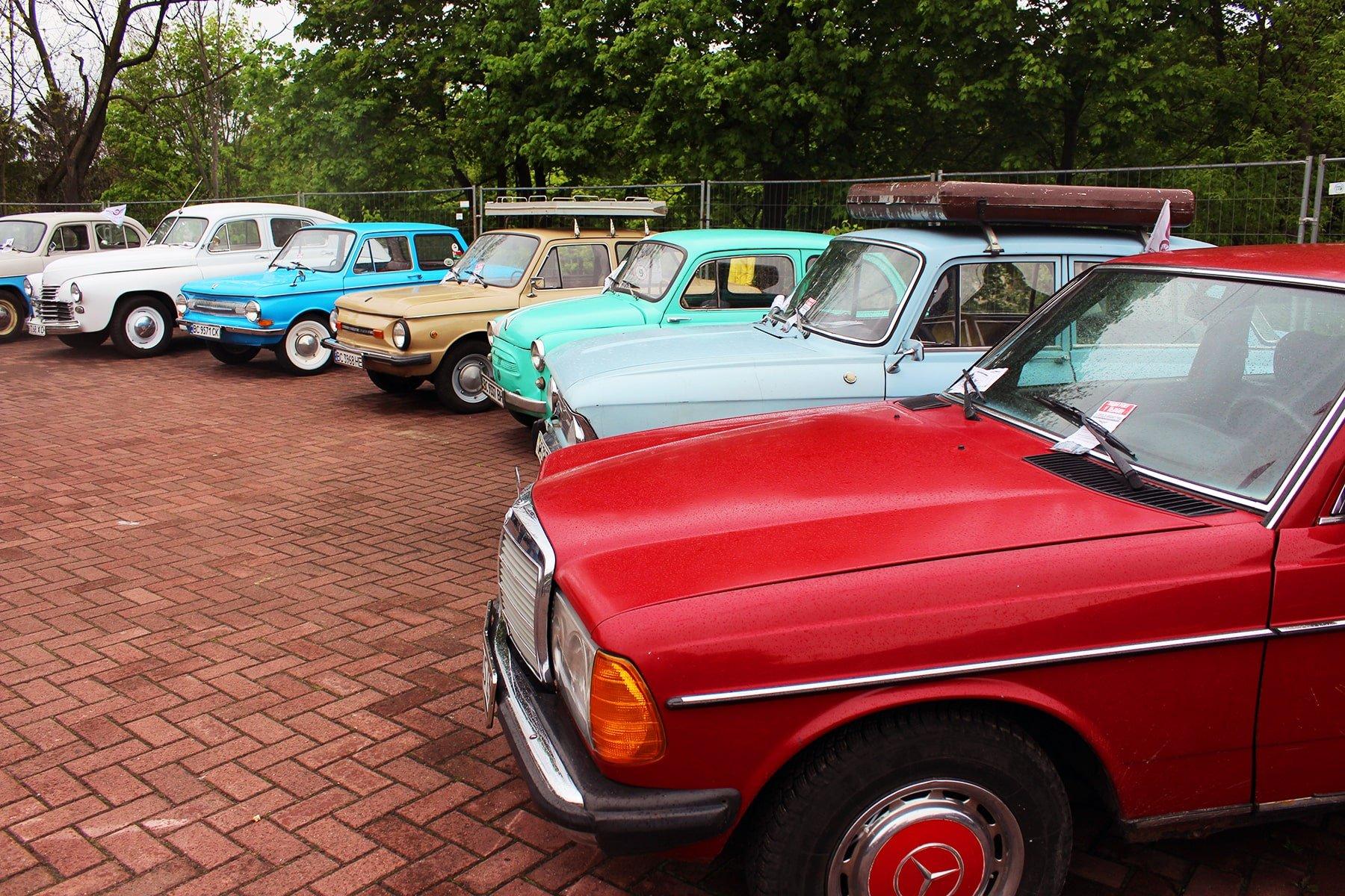Виставка старих автомобілів