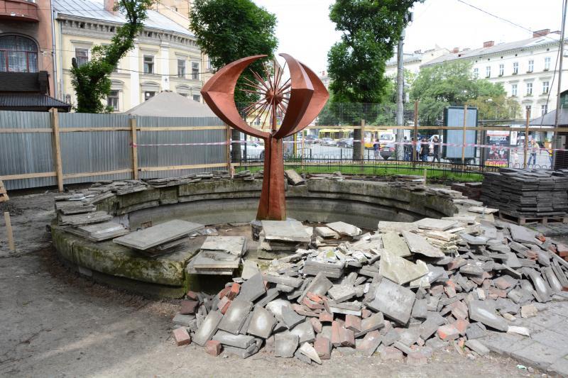 У Львові розпочали реконструкцію фонтану «Кульбаба»